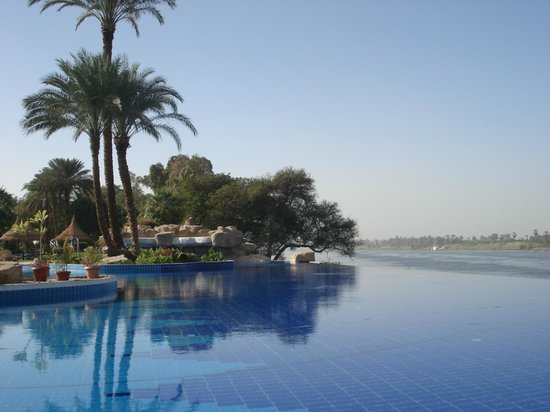 Jolie Ville Hotel & Spa - Kings Island, Luxor : Another pool pic with infinity pool and Nile