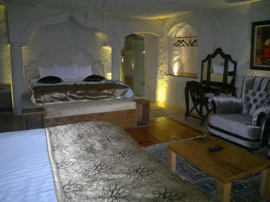 Ottoman Cave Suites: our room (204)