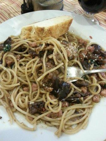 Spaghetteria Do Scogghiu: eggplant, olives, capers