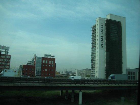 Klima Hotel Milano Fiere: Visão externa da rodovia