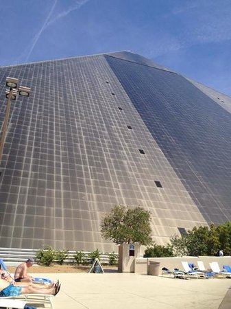 Luxor Hotel & Casino: view from the pool
