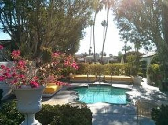 Avalon Hotel and Bungalows Palm Springs: Beautiful, tranquil grounds