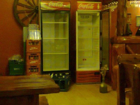 Kalenshen: Heladeras vacias con la bebida al lado caliente