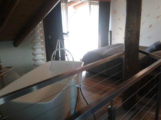 Vecchia Stazione Mountain Elegance: camera da letto con vasca