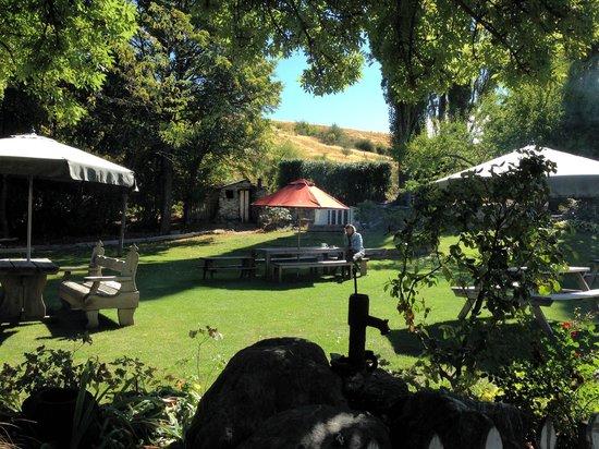 Cardrona Hotel: The garden..