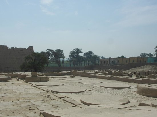 Ramesseum (Mortuary Temple of Ramses II): Temple grounds