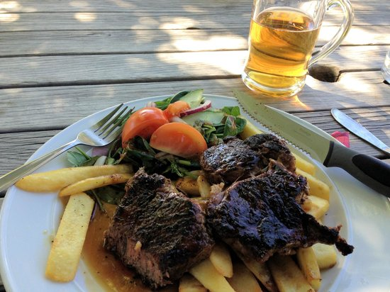 Cardrona Hotel: Rib Eye steak with chips and salad!!