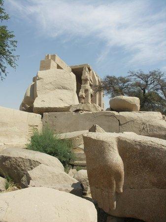 Ramesseum (Mortuary Temple of Ramses II): Ancient stones