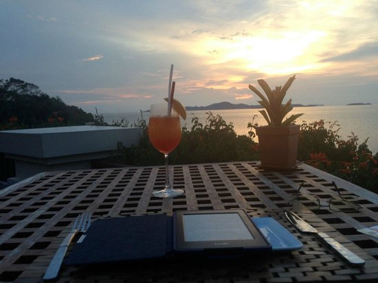 InterContinental Pattaya Resort: Now that's what I call a Sheraton Sunset - the house cocktail goes well with a Pattaya sunset.