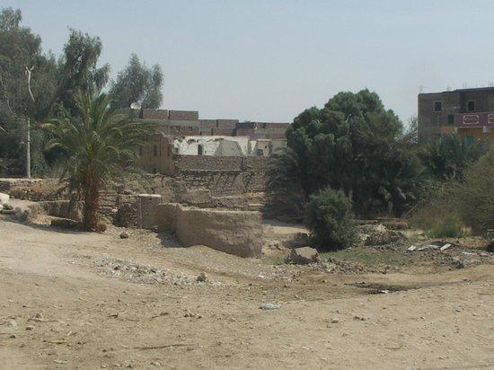Ramesseum (Mortuary Temple of Ramses II): Temple grounds