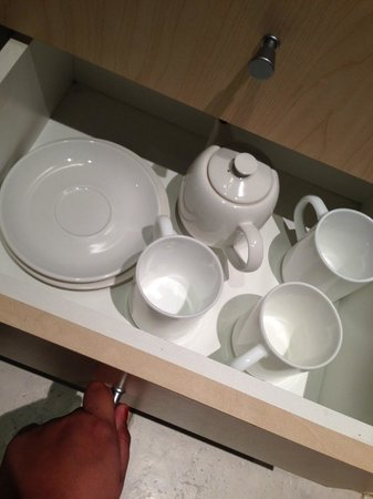 BreakFree on George : Pots, cups and saucer.