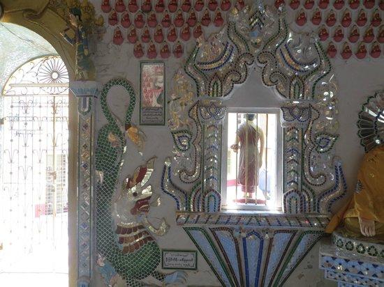 Sein Yaung Chi Pagoda: Tile decorations