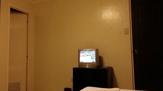 """Skylight Hotel: Tiny 14"""" TV"""