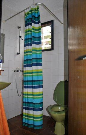 Bakotu Hotel: Bathroom