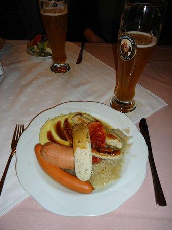 Rechthaler-Hof: sausage and beer!