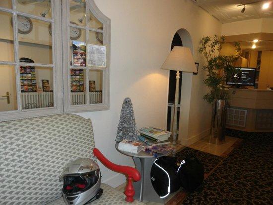 Hotel Louise de Savoie : HALL D'ENTREE