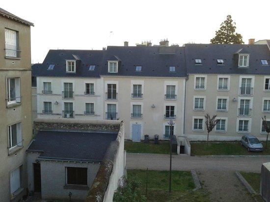 Hotel Louise de Savoie : VUE DES ALENTOURS A L'ARRIERE