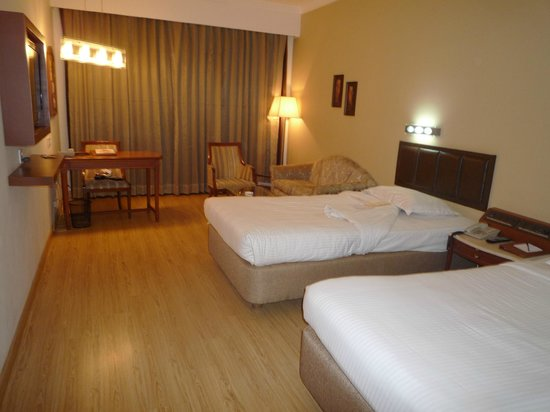 Sun-n-Sand Pune: Room with Large Twin Beds
