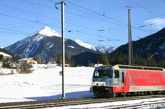 Bahnhof Surava mit Glacierexpress