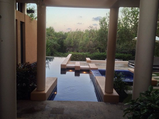 Banyan Tree Mayakoba: Pool and hot tub @ the sanctuary villa