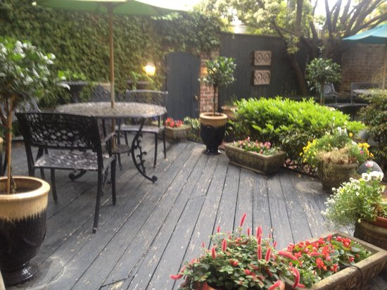 Foley House Inn: Cute courtyard!