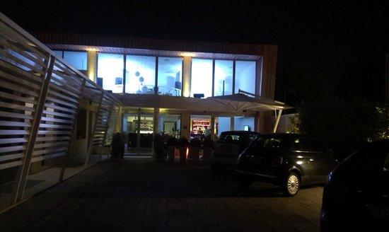 JC Hotel: Esterno