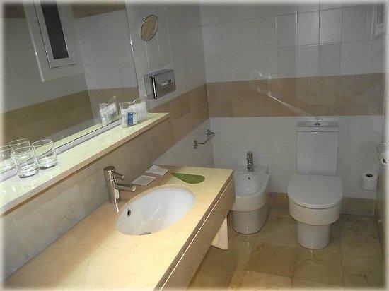 Hotel Derby: Ванная
