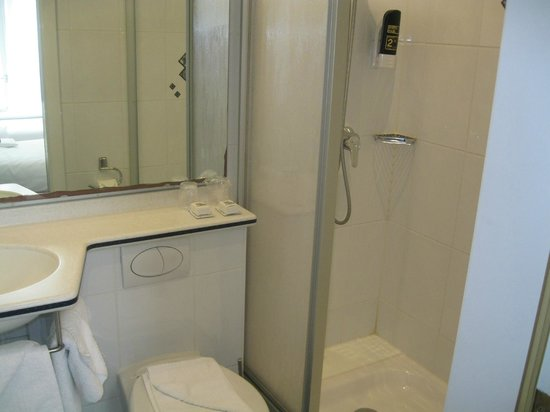 Hotel Multatuli : ванная