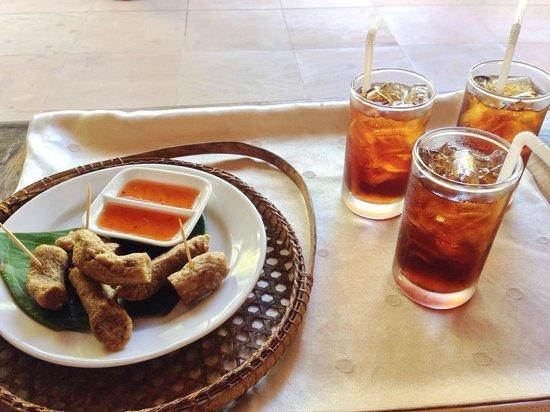 The Aryani Terengganu: Refreshing welcome drinks an yummy hot keropok lekor!
