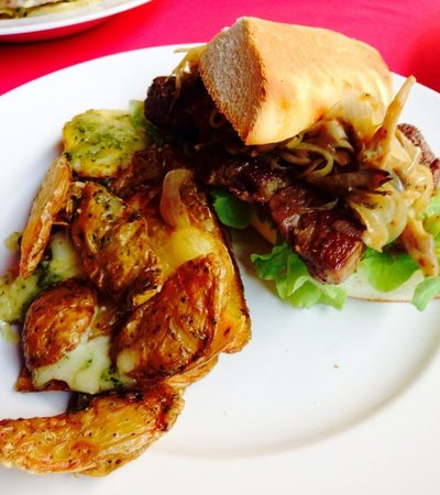 Tango Luxe Beach Villa: steak sandwich