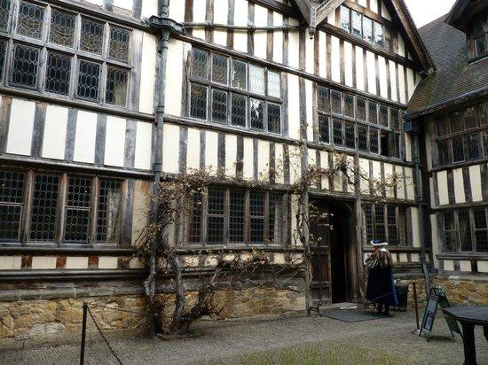 Hever Castle & Gardens: Hever Inner Courtyard