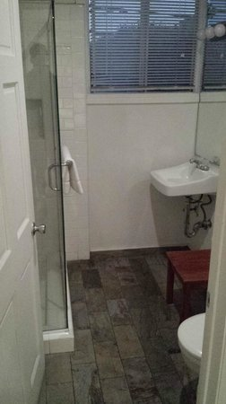 Seaview Hotel: Bathroom