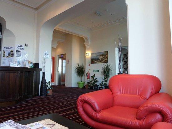 Iris Hotel: hall way