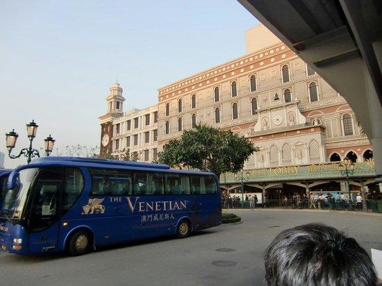Casino at Venetian Macao : シャトルバス