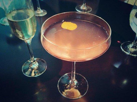 Fairmont Dubai : Cocktails in Spectrum on One