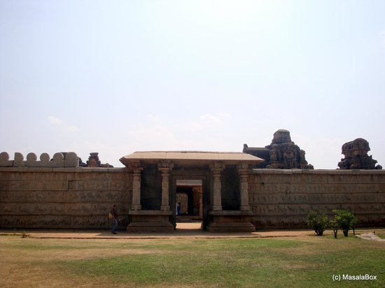 Hampi, Intia: the compound wall