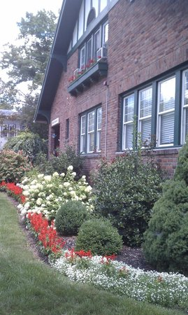 Echoes of the Glen Bed & Breakfast: Echoes In Bloom!