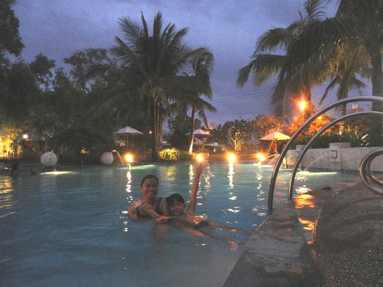 Radisson Blu Cebu: Pool @ night