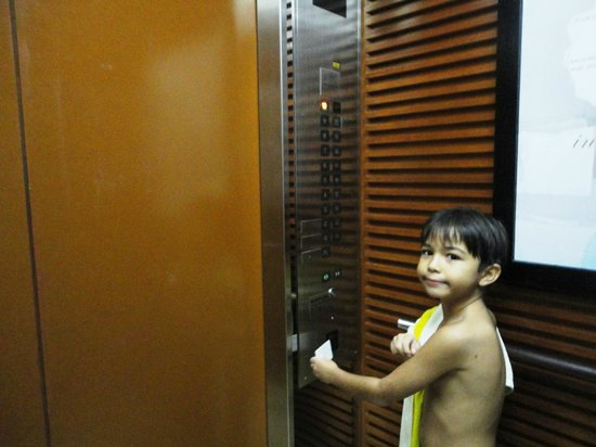 Radisson Blu Cebu: You'll need your room key card to access the hotel elevator