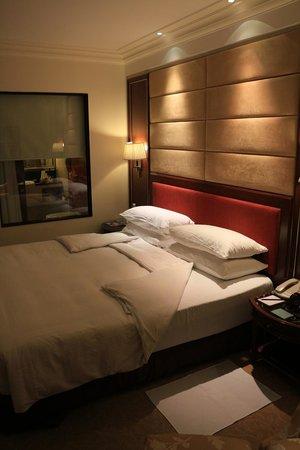 Shangri-La's Eros Hotel: Bed