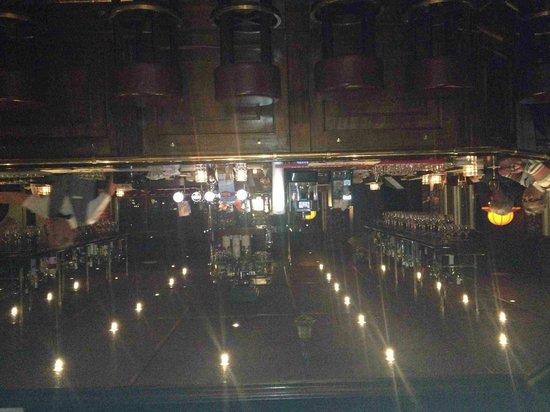 Van der Valk Hotel Haarlem : pub interno