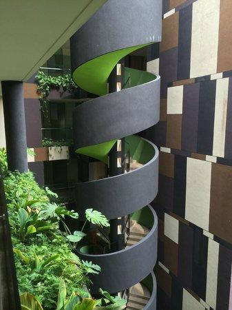 Crowne Plaza Changi Airport: Stairwell