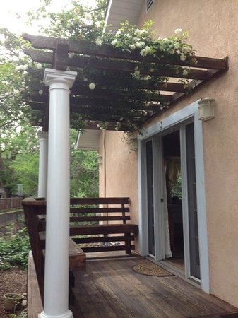 Glen Ellen Inn: Front porch of cottage #4