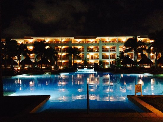 Paradisus Playa del Carmen La Perla: Pool view at night