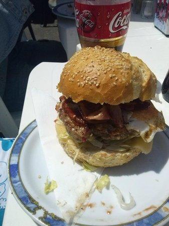 Cafeteria El Arco: Fantastic home made burger