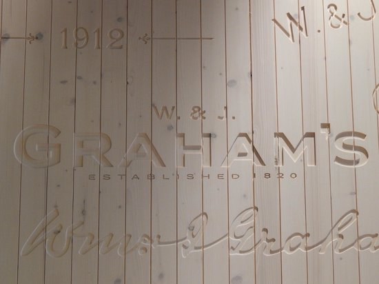 Graham's Port Lodge : GRAHAM´S (wooden wall in the tasting place)