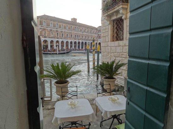 Al Ponte Antico Hotel : Vor den Zimmern im EG, eine kleine Terrasse