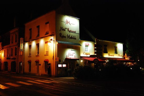 Hotel Reine Mathilde at night