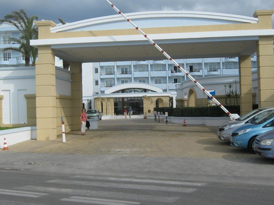 Mitsis Grand Hotel : Front of hotel