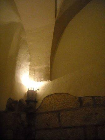 Antico Monastero: Interno del ristorante, con i suoi archi.